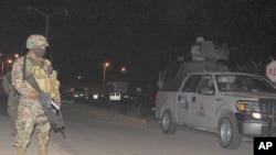 墨西阿爾塔米拉監獄發生鬥毆後哥軍人在外面站崗