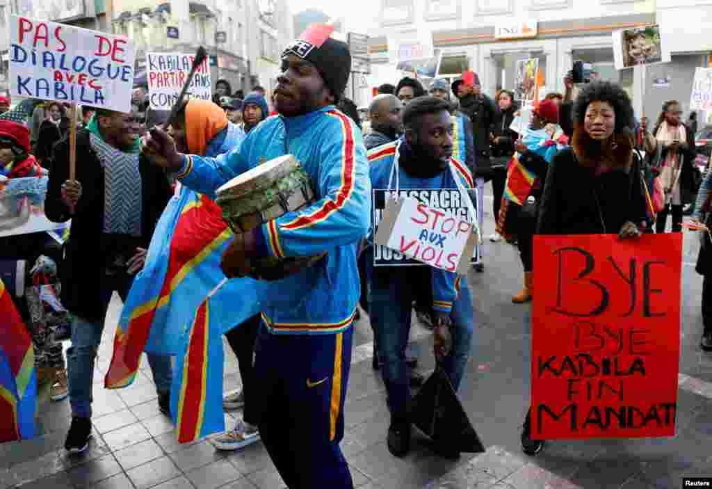 Des manifestations ont été organisées à l'étranger, comme à Bruxelles, en Belgique, le 19 décembre 2016.