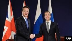 Дэвид Кэмерон и Дмитрий Медведев на саммите G8 в Довиле, Франция. 26 мая 2011 г.