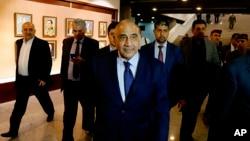 El nuevo primer ministro de Irak, Adel Abdul-Mahdi, abandona el edificio del parlamento en Bagdad, Irak, el 2 de octubre de 2018.