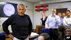 美国国防部长哈格尔3月8日在飞往阿富汗的军用飞机上