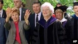 美国前第一夫人芭芭拉·布什(资料图)