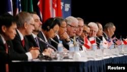 """""""跨太平洋伙伴關係""""(TPP)協定談判國貿易代表2014年10月 27日在澳大利亞開會後召開記者會 (資料圖片)"""