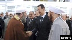O'tgan oy Damashqdagi portlashda yaqin safdoshidan ayrilgan Assad shundan beri telekameralar oldida uchinchi bor chiqish qilishi.