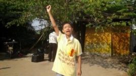 Em Nguyễn Mai Trung Tuấn phản đối việc bắt giữ cha mẹ.