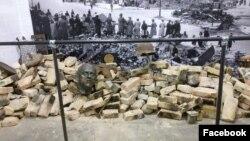 Одна из инсталляций, сочетающая остатки реальных развалин времен войны и фотографии. Facebook
