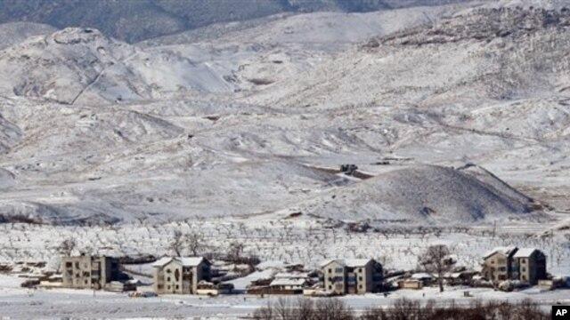지난달 30일 통일정망대에서 바라본 눈 덮인 북한.