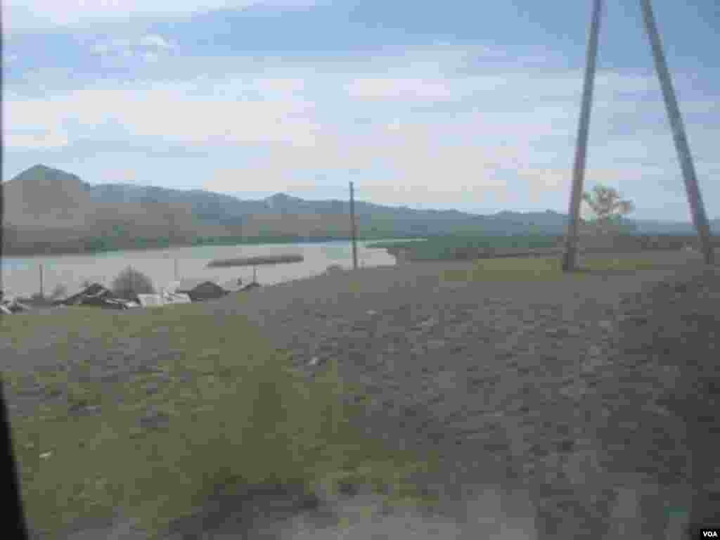 俄罗斯蒙古边境地区,离布尔杜内演习场不远 (美国之音白桦拍摄)