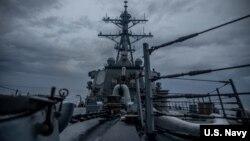 Chiến hạm Mỹ USS Curtis Wilbur tiến hành hoạt động định kỳ ở Biển Đông hôm 22/6/2021, theo Hạm đội 7 của Mỹ.