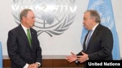 Michael Bloomberg (esquerda) e António Guterres.