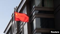 中國駐休斯頓領事館上的中國國旗(2020年7月22日)