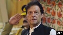 عمران خان کا کہنا ہے کہ پاکستان کا دہشت گردی کے خلاف امریکی جنگ کا حصہ بننا ایک تاریخی غلطی تھی۔ (فائل فوٹو)