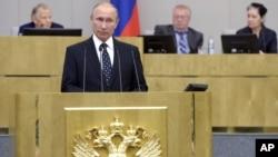 Ruski predsednik Vladimir Putin obraća se poslanicima Dume