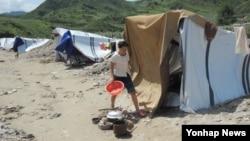 폭우로 폐허 된 북한 평안남도 성천군의 한 마을.