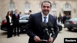 宣布辞职的黎巴嫩总理哈里里在巴黎与法国总统马克龙会晤后会见媒体记者。(2017年11月18日)