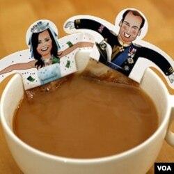 Berbagai macam souvenir disiapkan untuk menyambut pernikahan kerajaan.