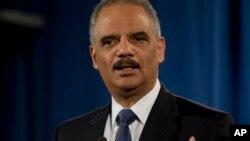 Eric Holder criticó la acción discriminadora de la policía de Ferguson.