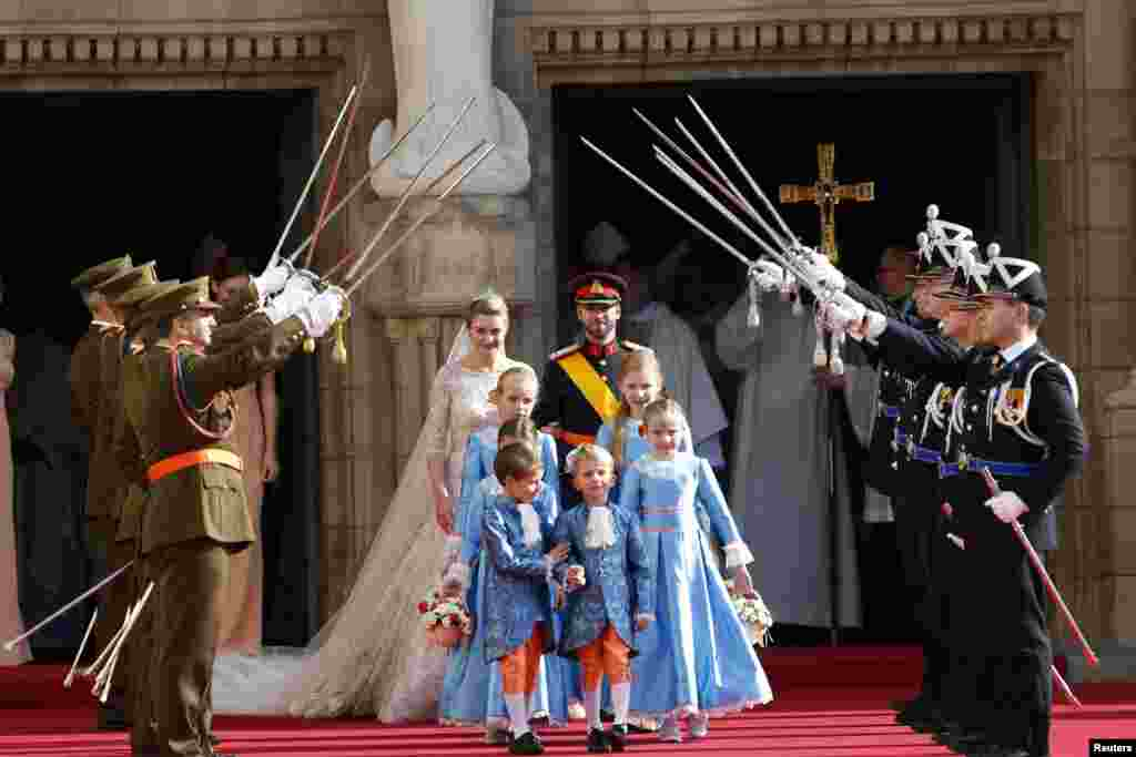 Luxembourg's Hereditary Grand Duke Guillaume and his wife Princess Stephanie, Hereditary Grand Duchess of Luxembourg, leave Notre-Dame Cathedral after their religious wedding service, October 20, 2012.