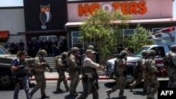 3일 택사스주 엘파소 총격 현장에 현지 경찰이 출동했다.