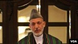Presiden Hamid Karzai berbicara pada saat inagurasi dewan perdamaian Kamis lalu di Kabul, Afghanistan.