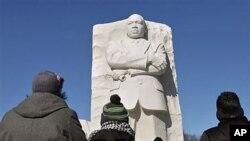 Du khách tụ tập tại đài kỷ niệm Mục sư King ở thủ đô Washington