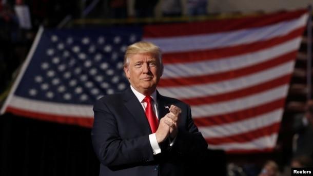 Tổng thống tân cử Donald Trump phát biểu trong chuyến đi cảm ơn cử tri tại Trung tâm Giant ở Hershey, Pennsylvania, ngày 15/12/2016.