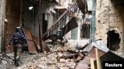 Các tòa nhà, gần đền thờ Hồi giáo Umayyad, bị sụp đổ