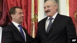 Російський прем'єр Дмитро Медведєв та президент Білорусі Олександр Лукашенко.