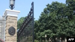 Nhân viên an ninh đại học Georgetown tìm thấy nơi cất giấu bí mật các hóa chất trong khi điều tra về một mùi lạ được báo cáo
