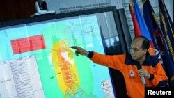 Sutopo Purwo Nugroho, juru bicara BNPB, memberikan keterangan di kantor pusat BNPB, Jakarta, mengenai perkembangan situasi pasca gempa bumi di Sulawesi Tengah, 29 September 2018.