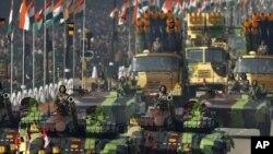 Quân đội Ấn Độ trong 1 cuộc diễu binh kỷ niệm Ngày Cộng hòa ở New Delhi, 26/01/2012