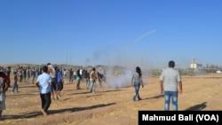 Bentrokan antara pasukan Turki dan Kurdi Suriah di Kobani (2/9).