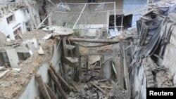 Các tòa nhà bị hư hại sau khi máy bay chiến đấu Syria bắn tên lửa vào Daria gần Damascus, Syria, 23/11/2012