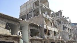 Zgrada u Dumi, nedaleko od Damaska, uništena u raketnom napadu snaga lojalnih Bašaru al-Asadu