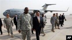 美国国防部长帕内塔在伊拉克