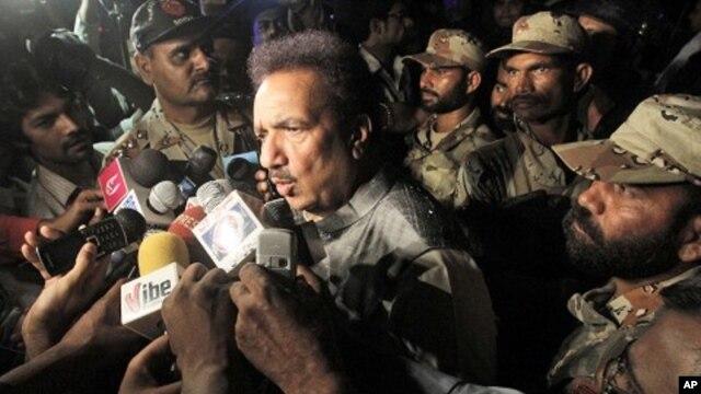 Pakistani Interior Minister Rehman Malik briefs the media in Karachi, Pakistan, May 23, 2011