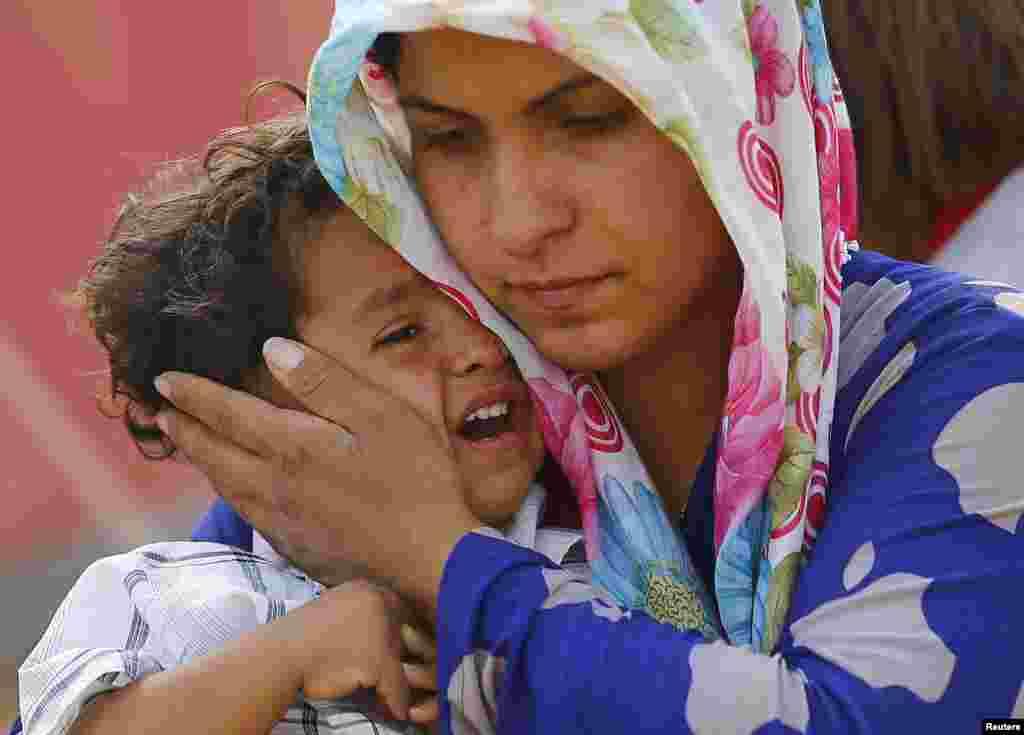 اقوامِ متحدہ نے کیا ہے کہ ترکی ہر ممکن مدد کر رہا ہے لیکن پناہ گزینوں کی تعداد بہت زیادہ ہے۔