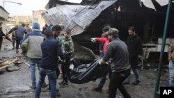 一個自殺炸彈殺手在巴格達一個繁忙的市場區域引爆一輛裝滿爆炸物的小卡車,炸死至少18人,炸傷25人。