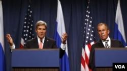 Američki državni sekretar, Džon Keri i ruski ministar inostranih poslova Sergej Lavrov na zajedničkoj konferenciji za novinare u Ženevi, 14. septembra 2013. na kojoj su objavili da su SAD i Rusija postigle sporazum o uklanjanju sirijskog hemijskog oružja