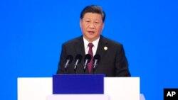 چین کے صدر شی جن پنگ شنگھائی میں بین الاقوامی تجارتی میلے سے خطاب کر رہے ہیں