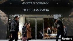 资料照片:意大利奢侈品牌杜嘉班纳在上海的一家商店。(2018年11月22日)