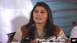 شرمین کراچی میں پریس کانفرنس سے خطاب کررہی ہیں