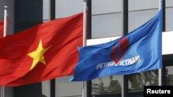 """Theo báo chí Việt Nam, tập đoàn PetroVietnam từng có ý định """"mua lại cổ phần của ConocoPhilips"""" ở Việt Nam."""