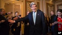 Senator John Kerry setelah mendapat persetujuan dari Komisi Hubungan Luar Negeri Senat Amerika untuk menjabat Menlu AS, Selasa (29/1).