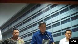 Presiden Susilo Bambang Yudhoyono and Wakil Presiden Boediono dalam jumpa pers di Kejaksaan Agung. (Foto: VOA)