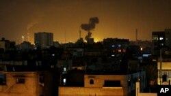 7일 팔레스타인 가자지구에서 이스라엘의 공습으로 검은 연기가 솟아오르고 있다.