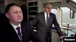 Президент Владимир Путин на церемонии открытия железнодорожного сообщения между Россией и аннексированным Крымом.