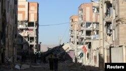 Harta benda yang rusak setelah gempa mengguncang Wilayah Sarpol-e Zahab di Kermanshah, Iran, 13 November 2017.