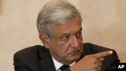 El candidato mexicano, Andrés Mannuel López Obrador, afirma que perdió las elecciones presidenciales porque sus contendores hicieron fraude.