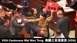 民主派會議召集人、議會陣線立法會議員毛孟靜 (攝影﹕美國之音記者湯惠芸)